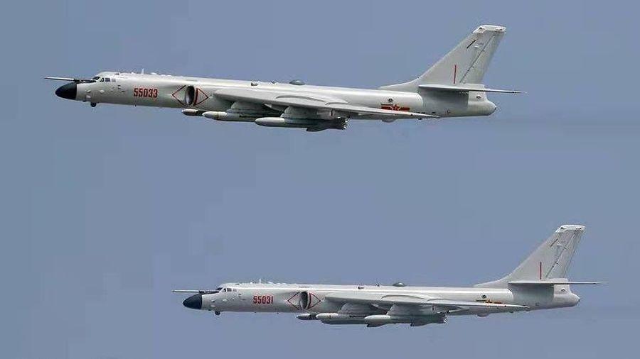 2 máy bay ném bom chiến lược Trung Quốc quần thảo quanh đảo Đài Loan