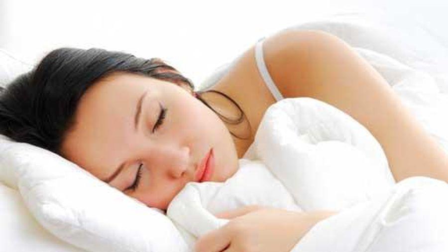 5 thói quen khi đi ngủ cực kỳ hại sức khỏe, nhất là điều thứ 3