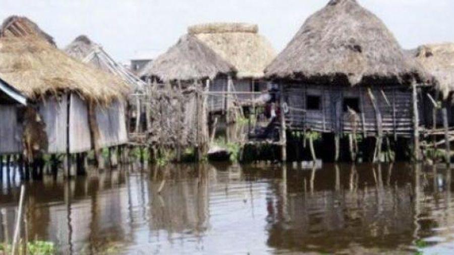 Cuộc sống trên mặt nước tại những ngôi làng nổi kỳ lạ nhất thế giới