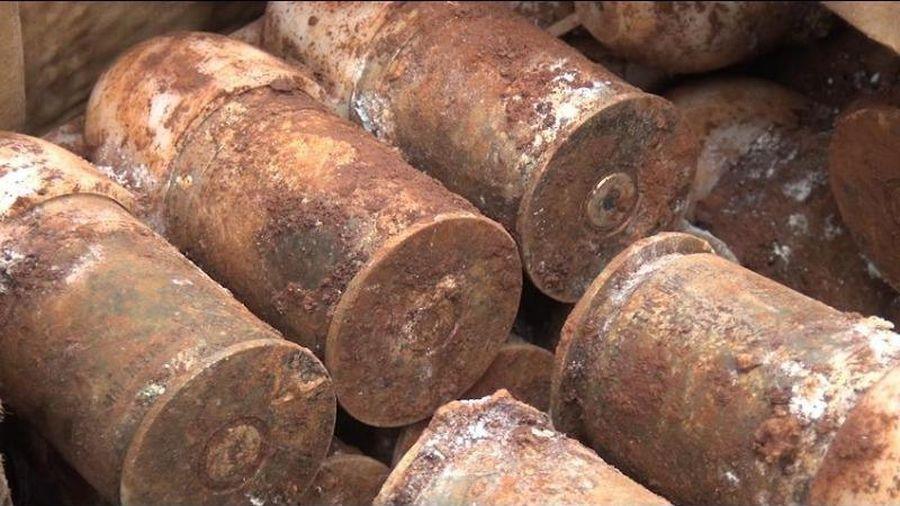 Bình Phước: Hàng chục quả đạn pháo dưới nền nhà