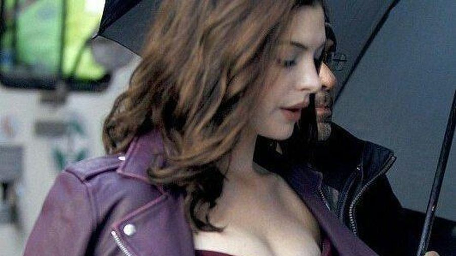 'Thánh' Nolan phủ nhận cấm Anne Hathaway ngồi ghế trên phim trường