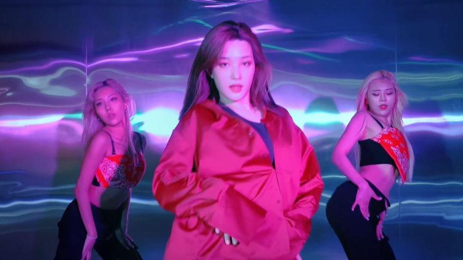 Yulhee khoe vóc dáng sau sinh