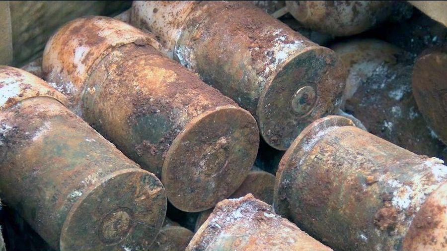 Phát hiện hơn 60 quả đạn pháo khi đào vườn