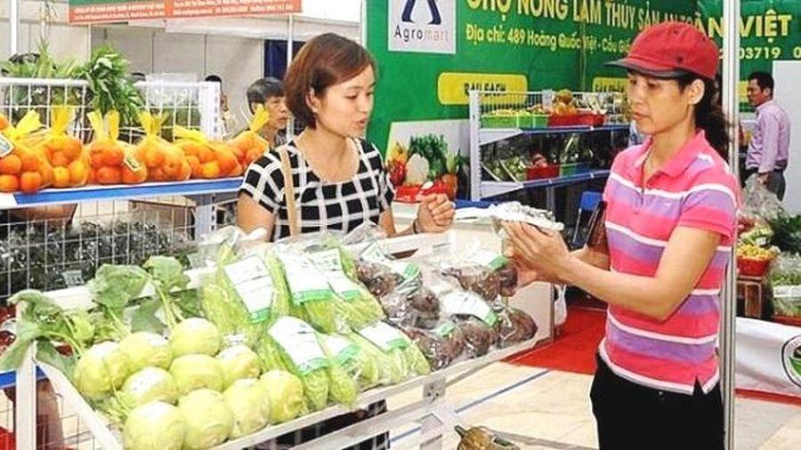Nông sản miền núi phía Bắc quy tụ về Hà Nội vào cuối tháng 7/2020