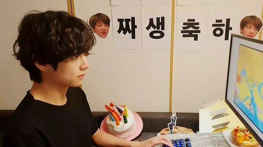 Bất ngờ khi biết BTS sử dụng máy tính để chơi game... trẻ con