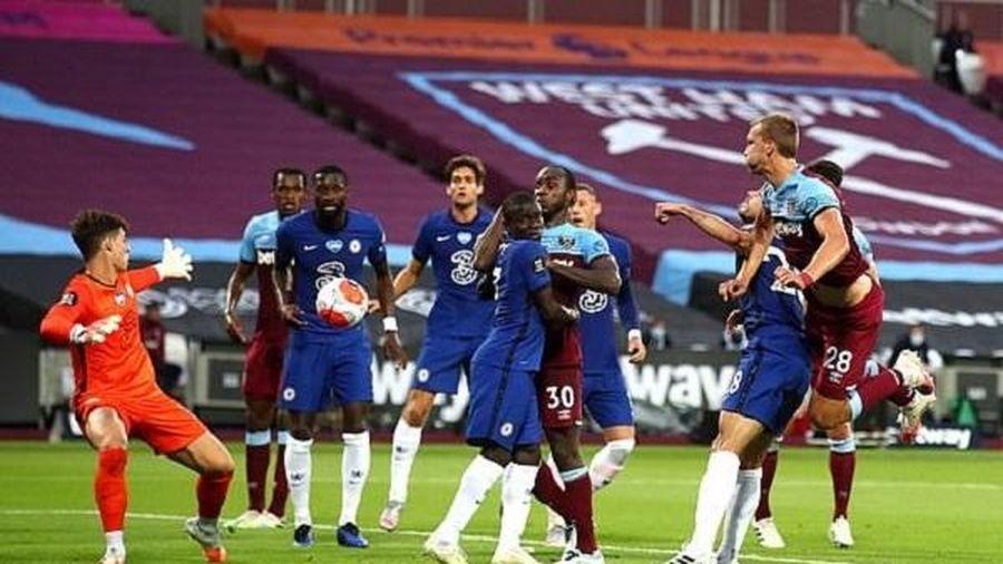 Arsenal thắng tưng bừng, Chelsea thua đau phút cuối
