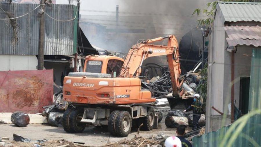 Rò rỉ hóa chất trong vụ cháy kho ở Long Biên