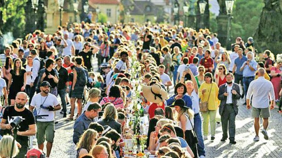 Mỗi ngày trăm ca bệnh mới, vì sao Séc vẫn mở tiệc lớn nhất thời Covid-19?