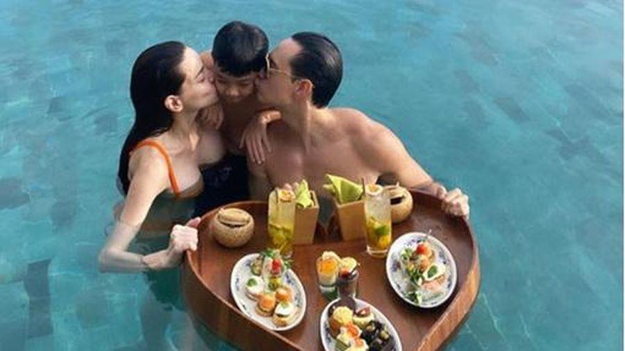 Đưa Hà Hồ đi du lịch, Kim Lý còn ân cần chăm sóc Subeo chu đáo