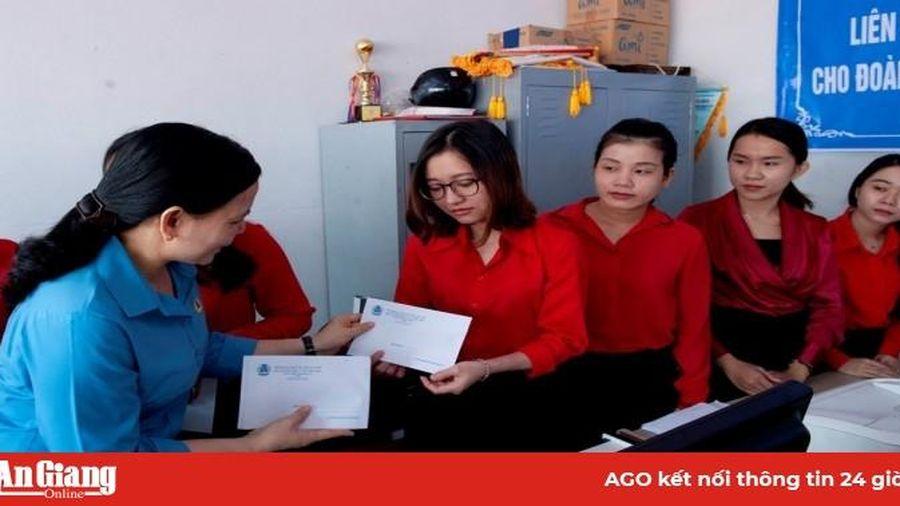 Thăm hỏi, hỗ trợ đoàn viên, người lao động có hoàn cảnh khó khăn do ảnh hưởng dịch bệnh COVID-19