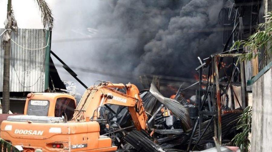 Chính phủ yêu cầu điều tra vụ cháy kho hóa chất ở Long Biên