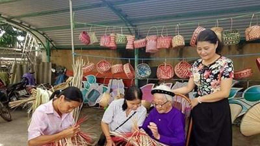 Lưu giữ nét đẹp nghề đan lát thủ công truyền thống