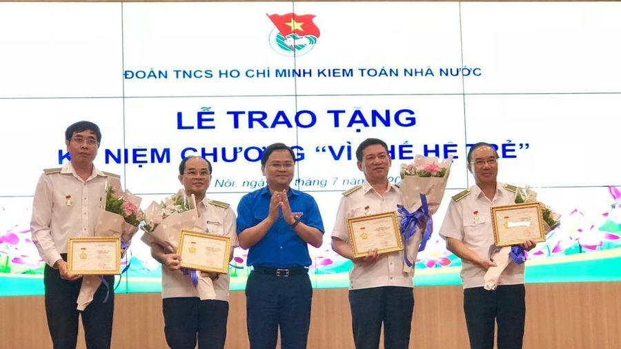 T.Ư Đoàn trao tặng Kỷ niệm chương Vì thế hệ trẻ cho lãnh đạo Kiểm toán Nhà nước