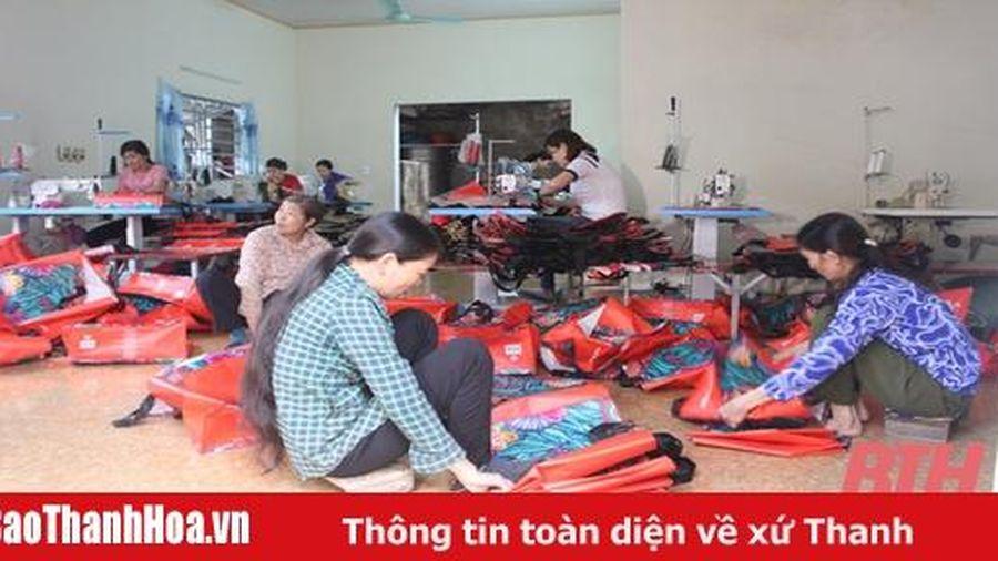 Hội viên phụ nữ xã Hoằng Hà phát triển nghề thủ công mỹ nghệ