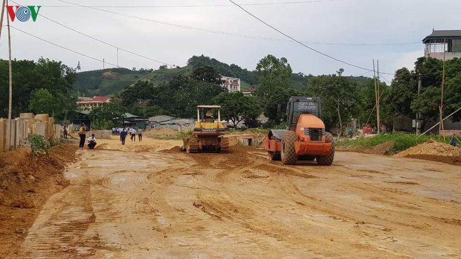 Sơn La thi công con đường chưa đầy 1km sau nhiều năm dang dở