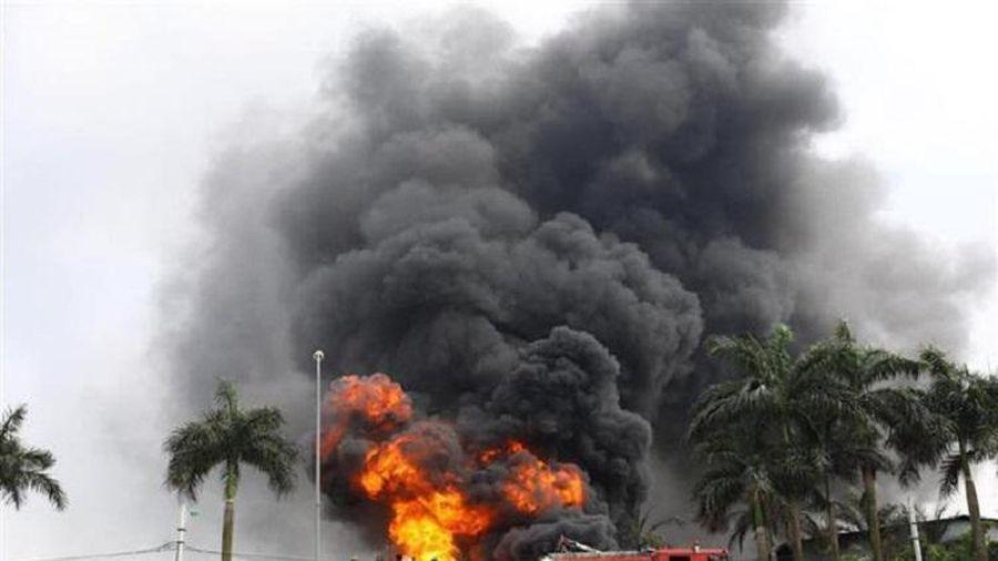 Phó Thủ tướng yêu cầu đánh giá ô nhiễm môi trường sau vụ cháy kho hóa chất