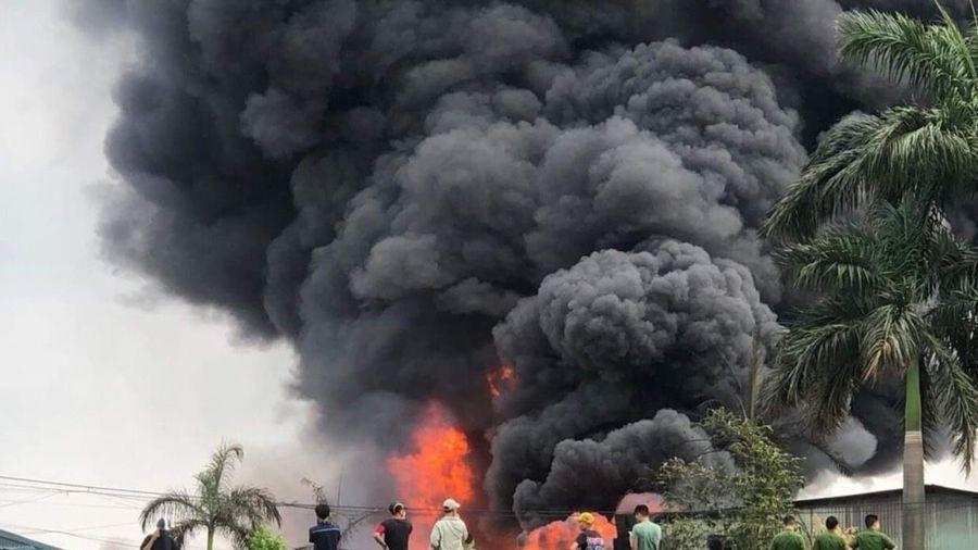 Nghi vấn sản xuất hóa chất trái phép tại nhà kho bị cháy ở Long Biên