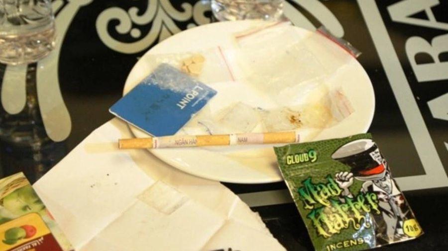 Mở tiệc ma túy ở quán karaoke để chia tay bạn