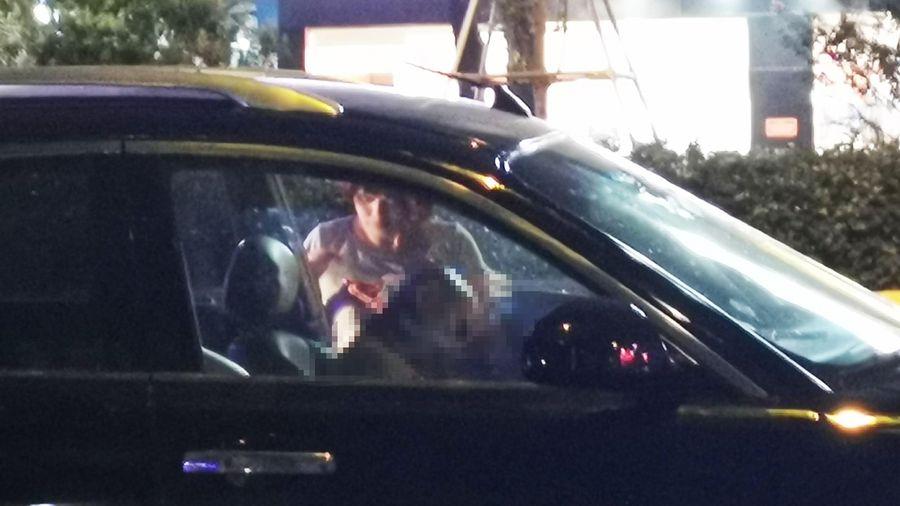 Người đàn ông tử vong trong ôtô giữa phố Hà Nội