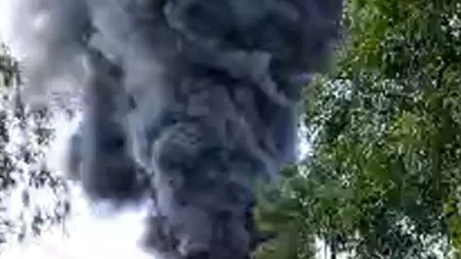 Quảng Ngãi: Cháy lớn ở kho chứa nệm, toàn bộ hàng bị thiêu rụi
