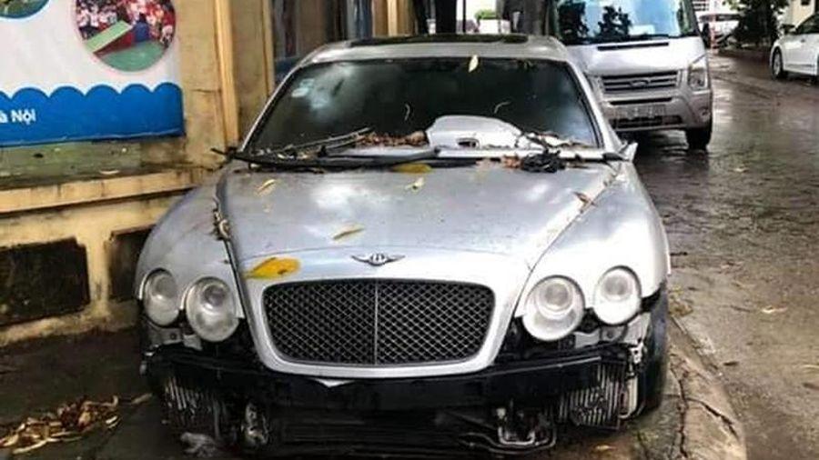 Xe siêu sang Bentley Continental bị 'vứt xó' ở vỉa hè Hà Nội