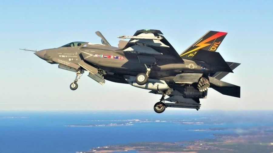 Hải quân Mỹ 'tiến thoái lưỡng nan' vụ thay F/A-18 bằng F-35