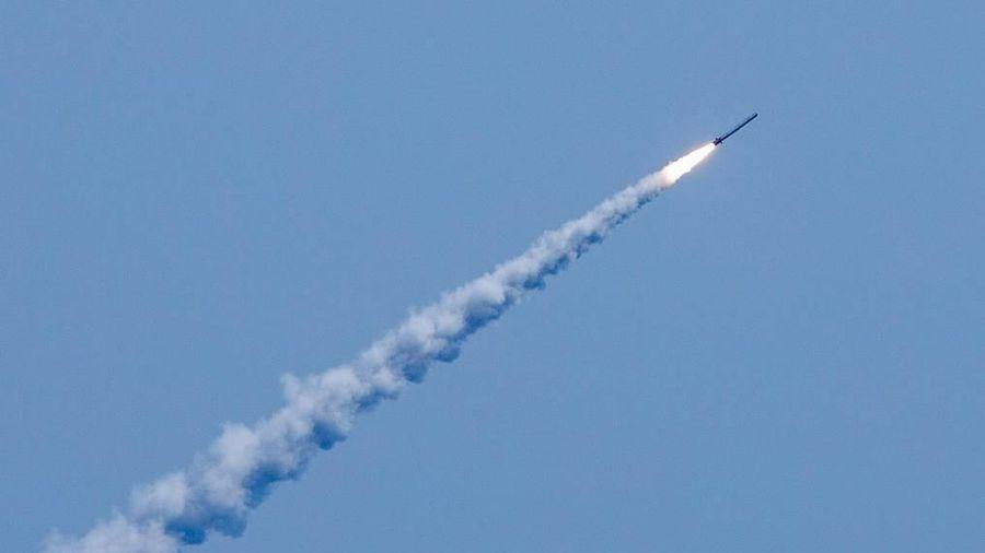 Tàu ngầm Nga khoe sức mạnh với tên lửa khiến Tomahawk Mỹ 'chào thua'