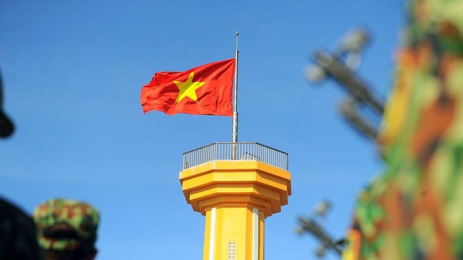 Tiền Phong Marathon: Cột cờ chủ quyền đặc biệt trên đảo Lý Sơn