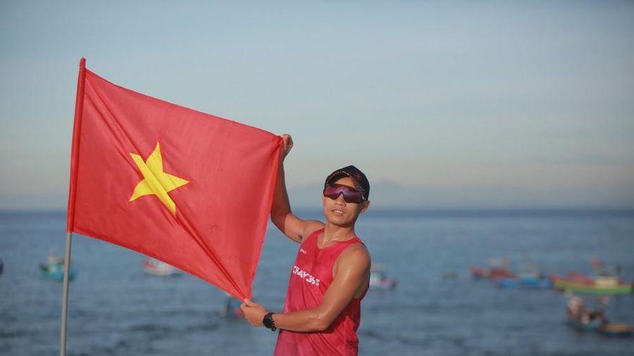 Tiền Phong Marathon: Rộn ràng đường chạy Lý Sơn từ tinh mơ