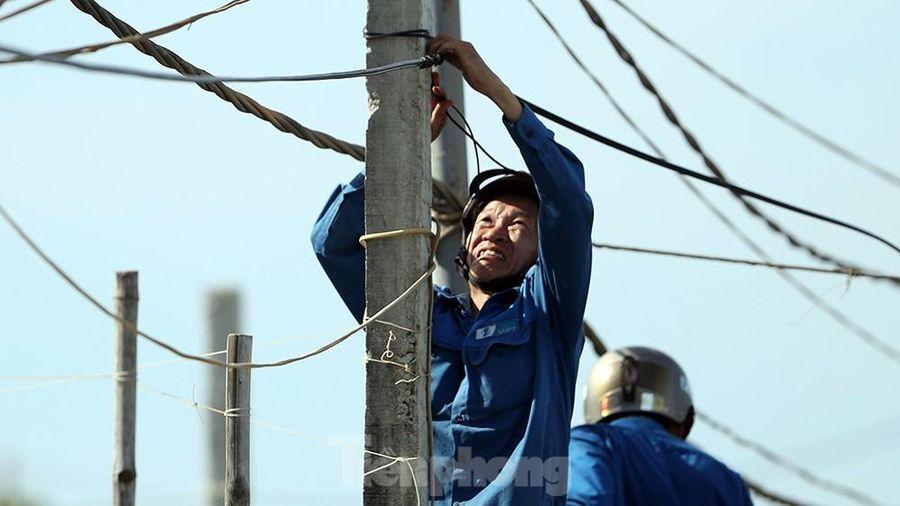 Đội nắng lắp đường truyền siêu tốc độ cho Tiền Phong Marathon
