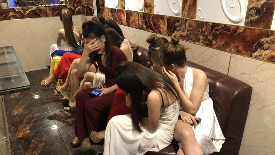 Hàng chục người phê ma túy trong quán karaoke đóng kín cửa lúc giữa đêm