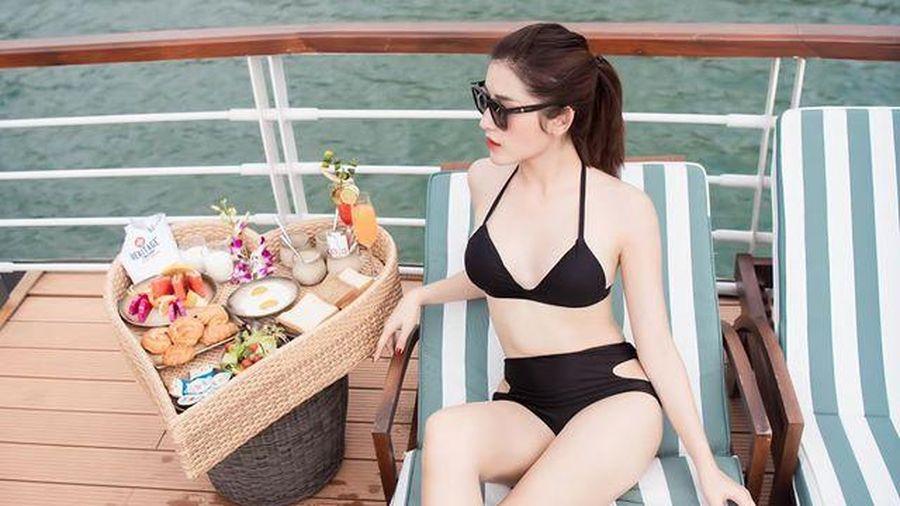 Á hậu Huyền My mặc bikini khoe dáng nóng bỏng trên du thuyền sang chảnh