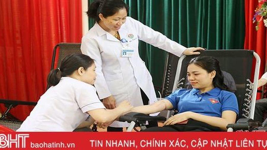 Tuổi trẻ Đoàn Khối CCQ&DN Hà Tĩnh hiến 161 đơn vị máu tình nguyện