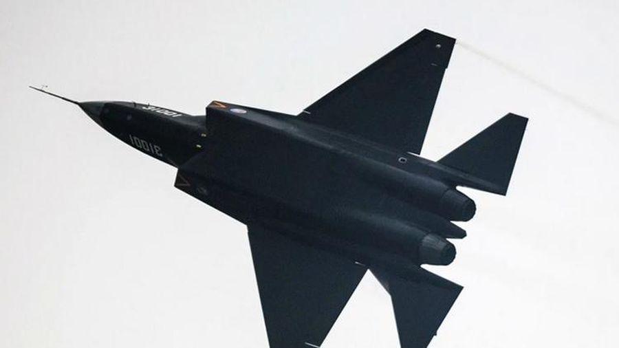Trung Quốc cải tiến tiêm kích FC-31 thành phiên bản dành cho hải quân?