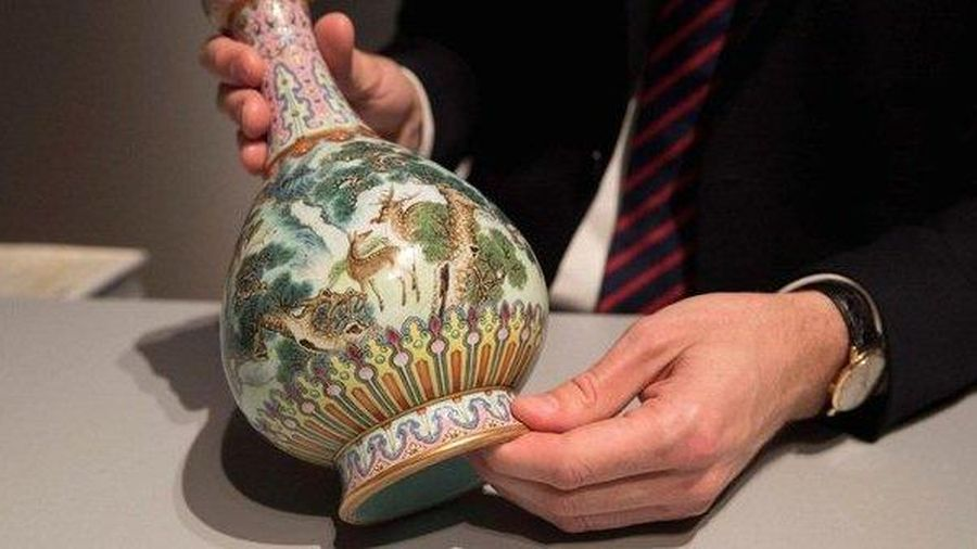 Bí mật chiếc bình hoa đựng trong hộp giày rách khiến đại gia không tiếc 440 tỷ để mang về