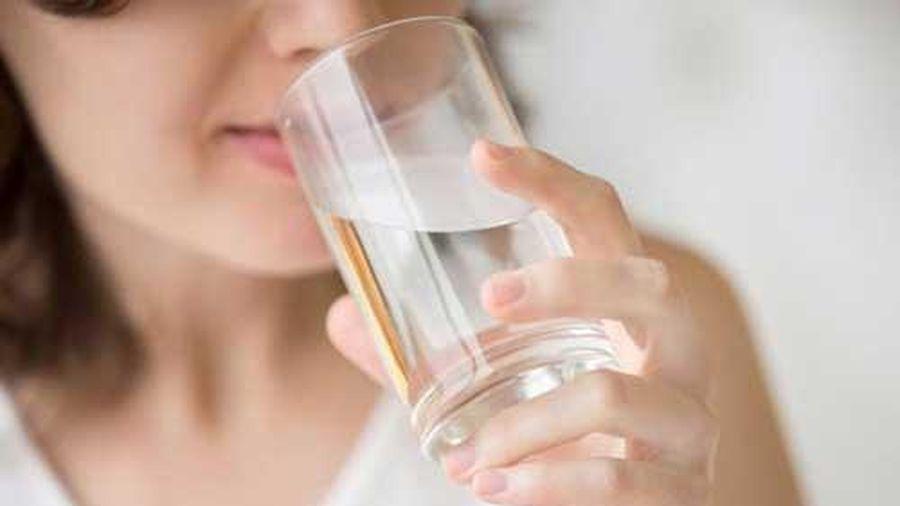 Chỉ với cốc nước lọc, uống đúng cách sẽ chữa đủ bệnh 'tốt hơn thần dược'