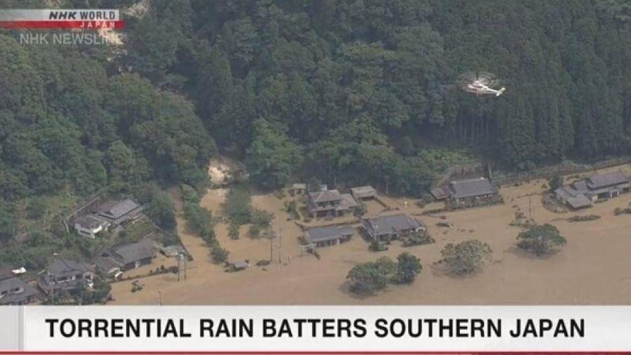 Lũ lụt kinh hoàng, cuốn trôi cả cầu ở Nhật Bản