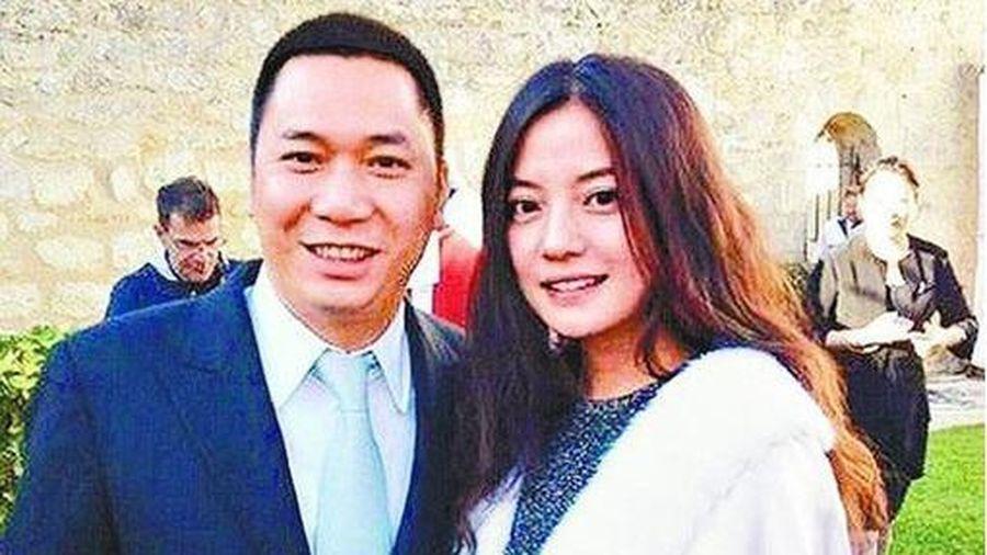 Triệu Vy xóa loạt ảnh của chồng, lại rộ tin đồn ly hôn