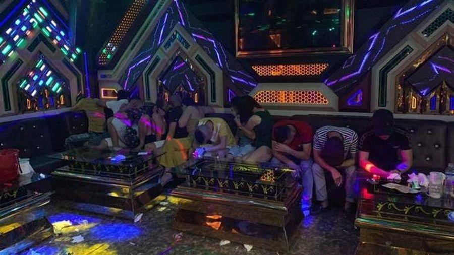 Quảng Bình: Bắt quả tang 20 thanh niên sử dụng chất ma túy trong phòng karaoke