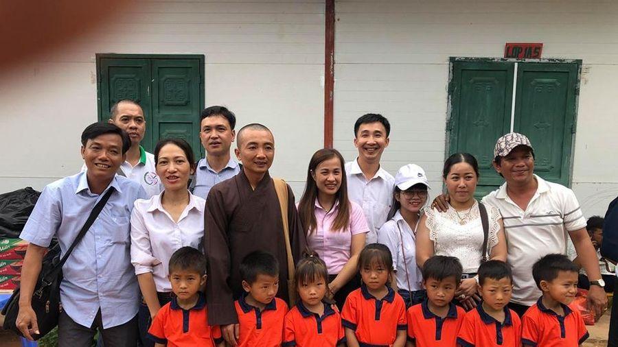 Trao quà cho học sinh miền núi tỉnh Hà Giang