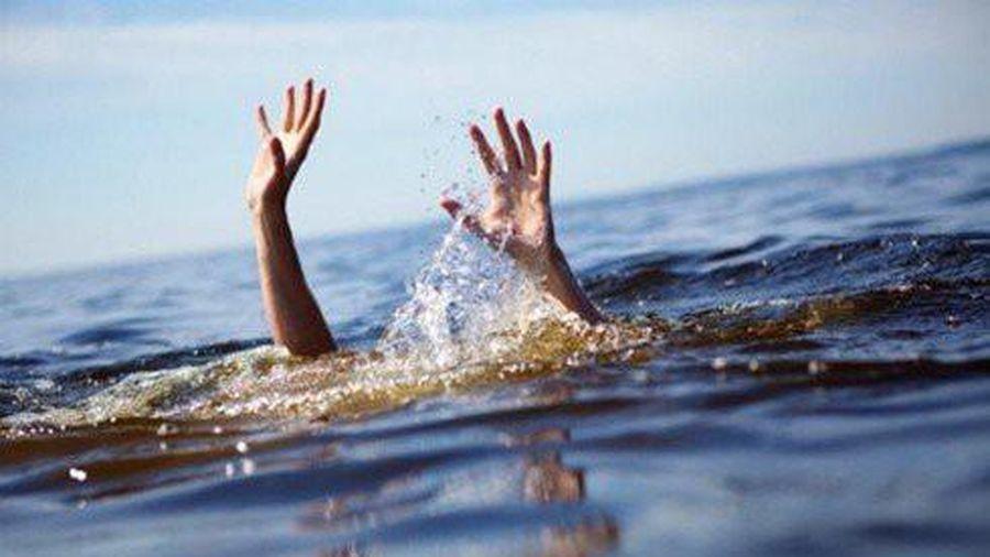 Cùng bạn tắm mát ở đập, một học sinh đuối nước tử vong