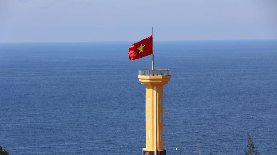 Lễ thượng cờ thiêng liêng trên đỉnh núi lửa đẹp nhất Việt Nam