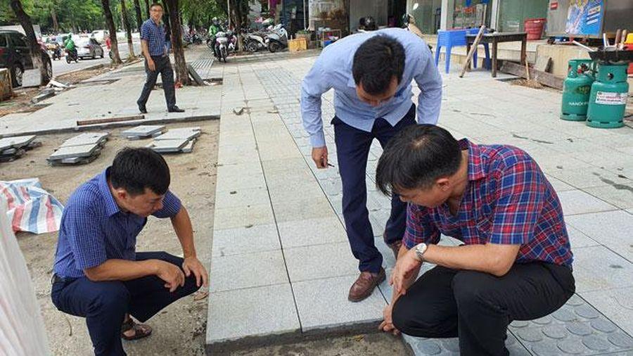 Hà Nội ban hành yêu cầu bảo đảm chất lượng thi công lát đá vỉa hè