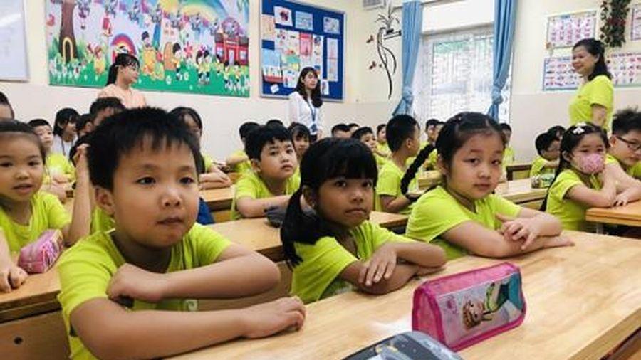 Điểm nóng tuyển sinh đầu cấp Hà Nội: Quá tải khiến nhiều trường vẫn phải học luân phiên