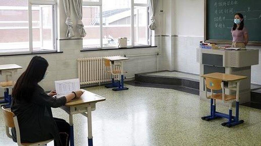 Thí sinh Trung Quốc phải theo dõi sức khỏe 14 ngày trước thi đại học