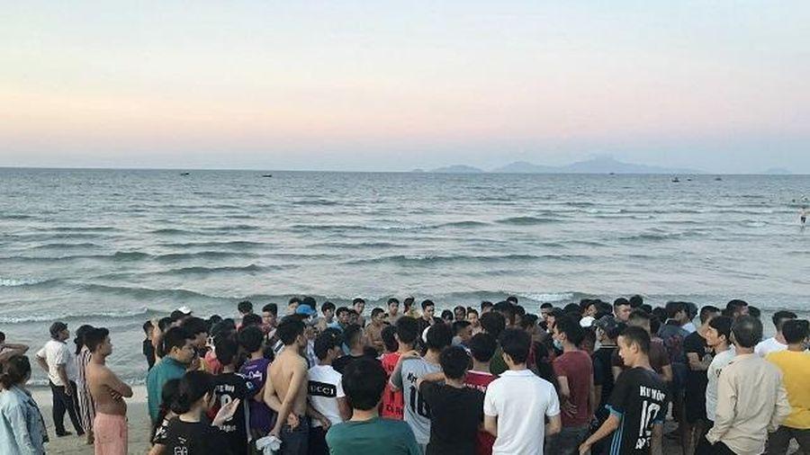 Bị sóng cuốn khi đang tắm biển, 3 thanh niên tử vong