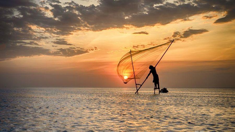 Khoảnh khắc bình minh trên biển Quang Lang