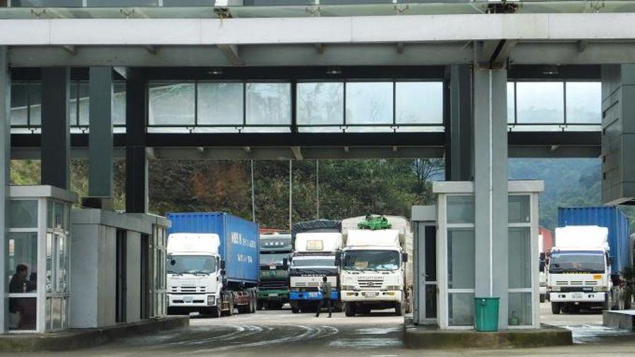 Vì sao Hà Tĩnh 'đặc cách' cách ly cho tài xế qua Cửa khẩu Cầu Treo?