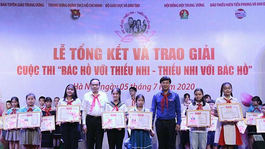 Trao sáu giải Nhất cuộc thi tìm hiểu về Bác Hồ