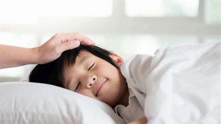 Đánh thức con dậy trước 6 giờ là sai lầm kinh điển của cha mẹ